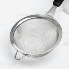 Sieve 16cm Soft Grip Black Handle